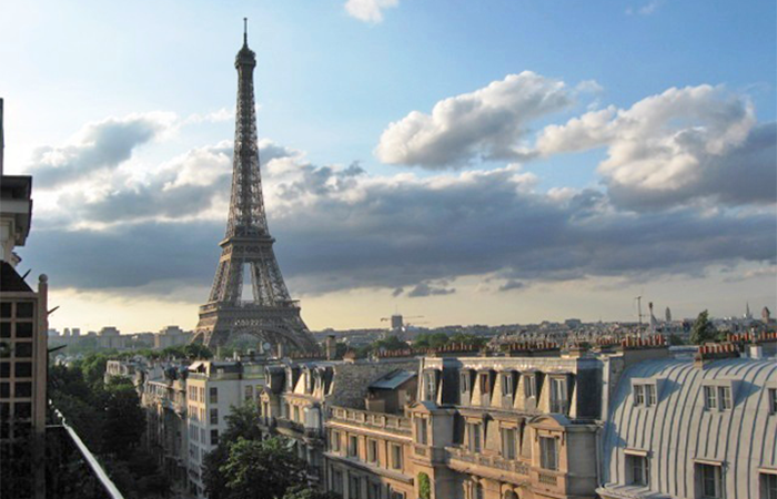 Hendersonville NC Programs About Visiting or Living in Paris, France